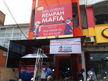 Donasi lewat Nasi Goreng Mafia