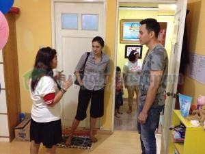 Kak Darius dan Kak Donna saat berkunjung ke Rumah Harapan VCF