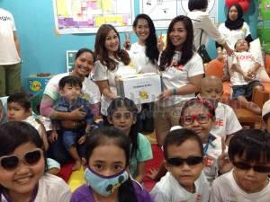 Donasi buku dari Taman Baca Anak Lebah.