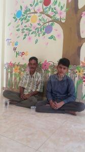 Uskur dan ayahnya saat di RHI Aceh