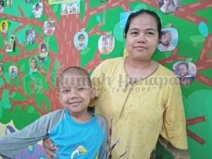 Zulian dan Ibunya, Mulyati.